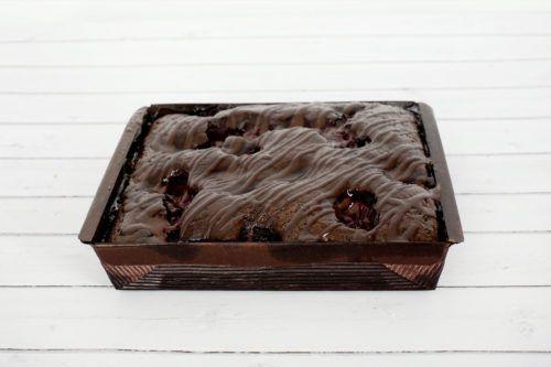 placek czekoladowy w foremce